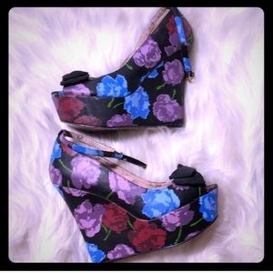 Betsey Johnson BetseyVille Floral Wedges 🌺